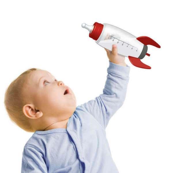 Baby mit Babyflasche Rakete