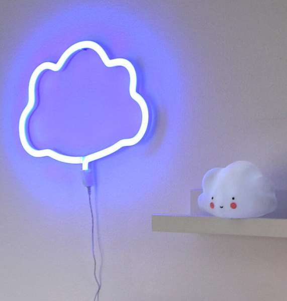 Neonlicht Wolke in blau an der Wand aufgehängt