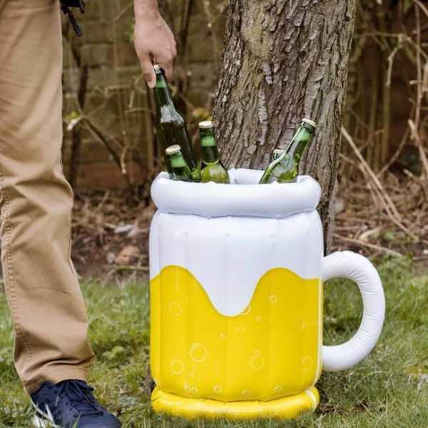 Biereimer aufgeblasen befüllt mit kühlen Bierflaschen