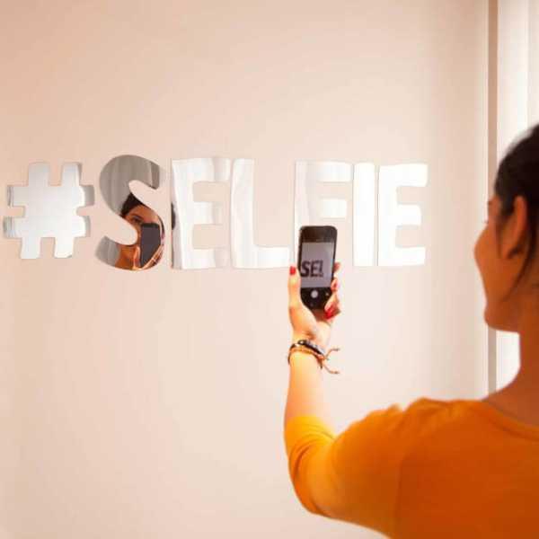 "Spiegel Wandaufkleber Motiv ""#SELFIE"" - Grösse 90cm x 13cm"