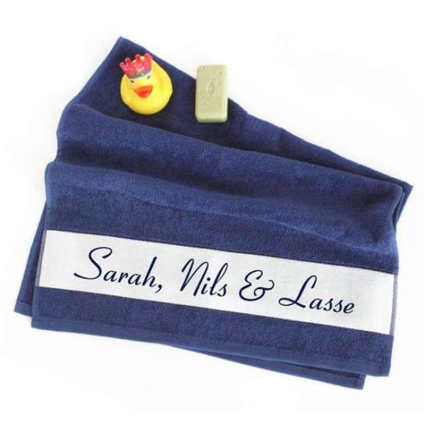 Personalisierbares Handtuch in königsblau