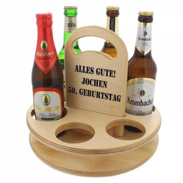 Personalisierbares Bierträge aus Holz mit vier Flaschen Bier