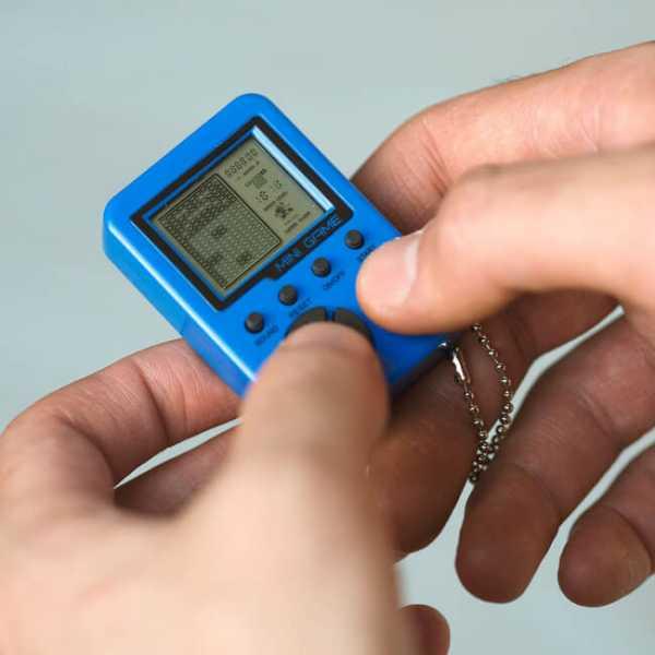 Retro Mini Konsole - Schlüsselanhänger mit LCD Bildschirm von 1,4 Zoll