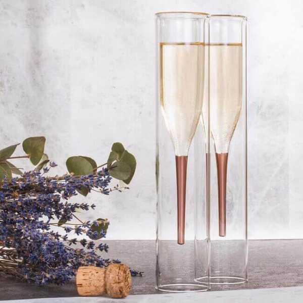Edle Design Champagner Gläser im filigrane Stil