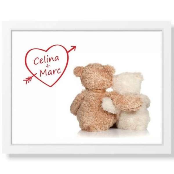 Personalisierbares Bild Teddys mit Herz in einem weissen Rahmen