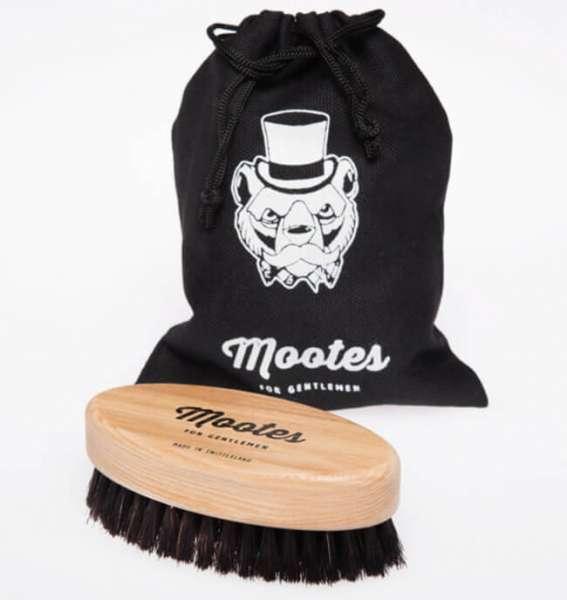 Bartbürste oval aus Holz mit Stoffsack