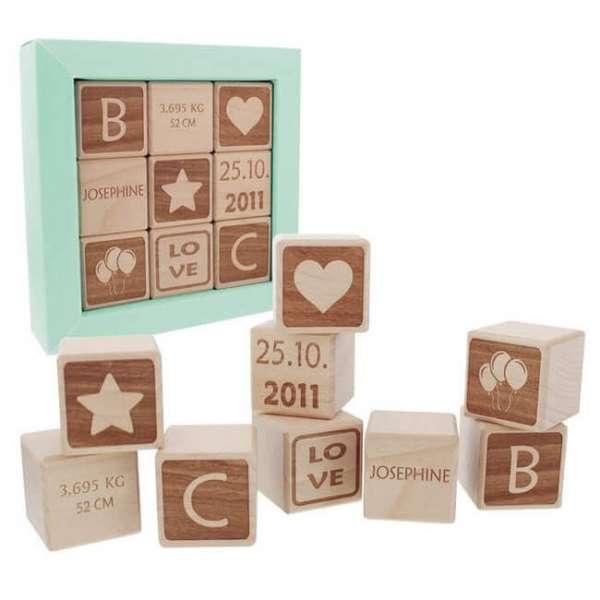 Personalisierbarer Baby Holzwürfel mit Initialen, Geburtsdatum, Gewicht und Name in einer Geschenkbox