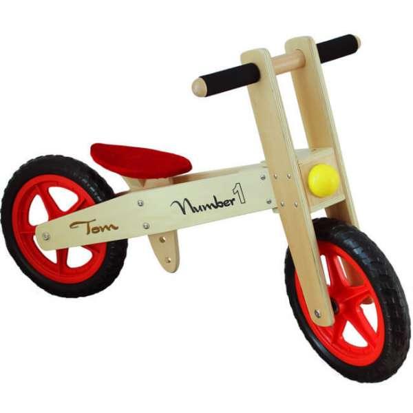 Personalisierbarer Laufrad aus Holz mit roten Sitz und Speiche