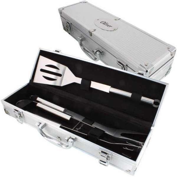 Personalisierbares Grill Set mit offenem Silberkoffer und Grillbesteck