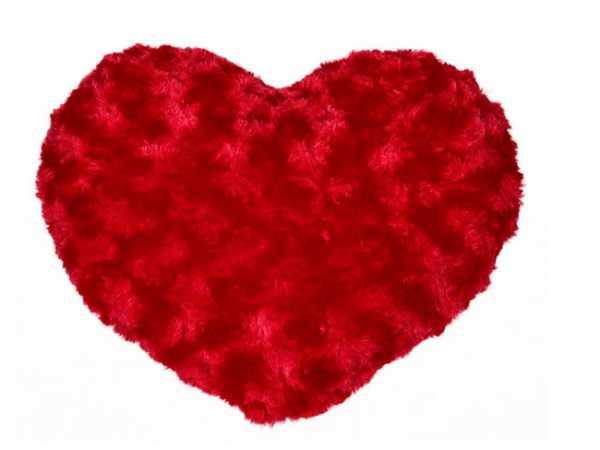Flauschiges rotes Herzkissen