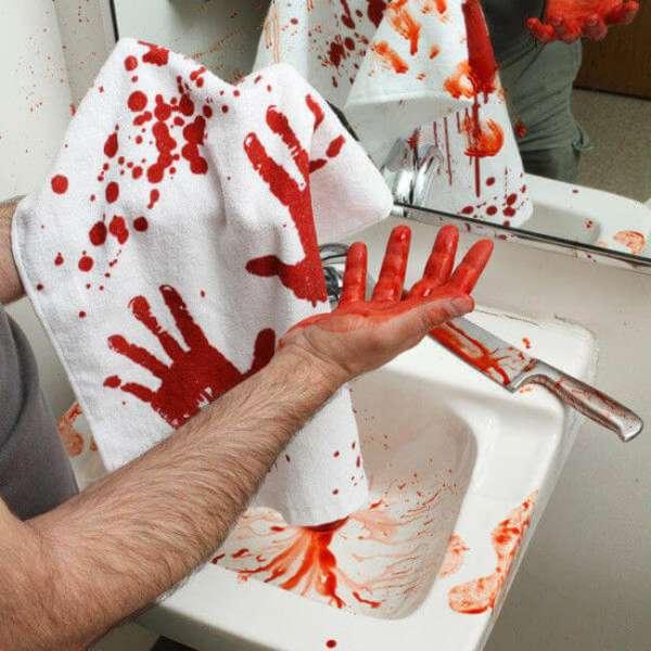 Handtuch Hände in Blutbad